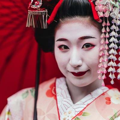 World of Willow & Flowers: Geishas in Kyoto